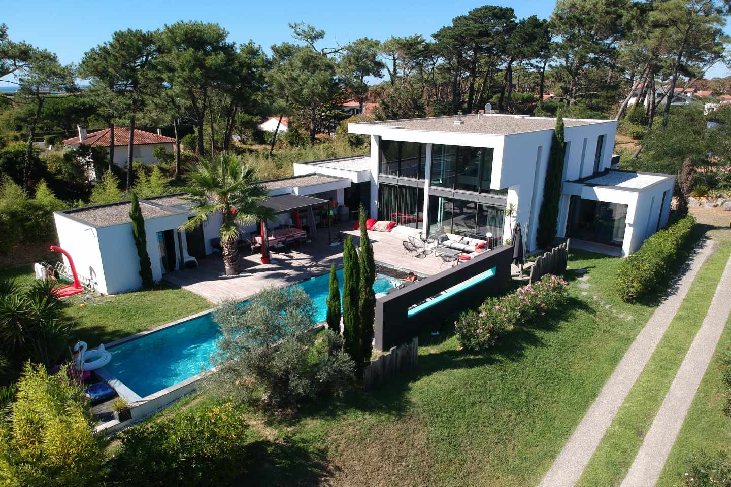MALIBU Rent a design villa with swimming pool in a quiet area in Anglet.