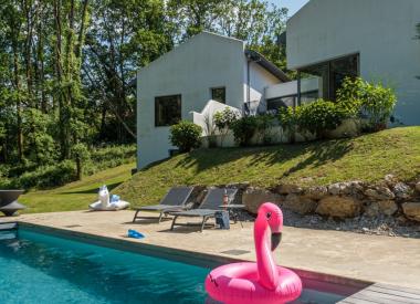FREEBIRDS • Villa