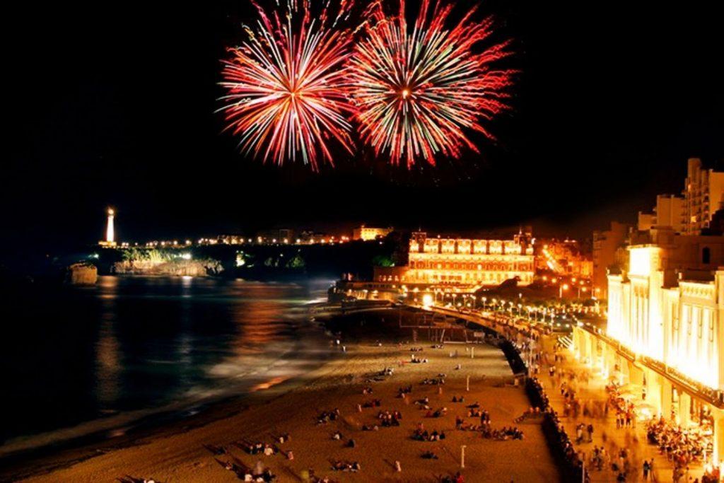 location vacances pays basque biarritz 14 juillet ete feux d'artifices